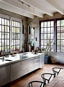 Cuisine Deco Industrielle : cuisine d co industrielle avec verri re sur jardin ~ Carolinahurricanesstore.com Idées de Décoration