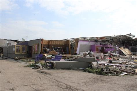 The Living Room Club In Dayton Ohio by Dayton Tornado Photos Of Damage To Dixie Drive