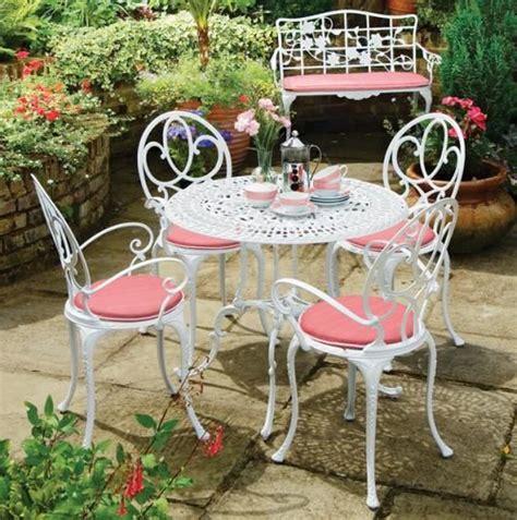 cast aluminum outdoor furniture white and