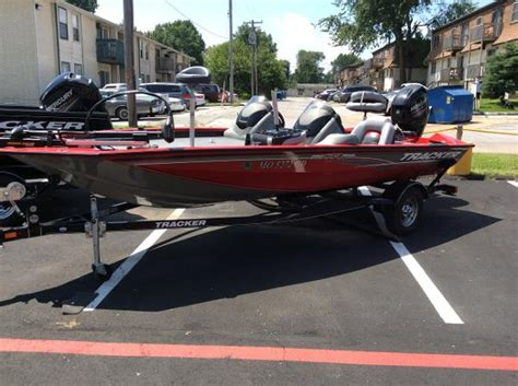 Bass Pro Shop Used Pontoon Boats by Bass Pro Shops Tracker Boat Center Springfield Boats For