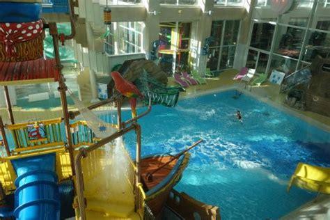hotel seine et marne avec dans la chambre swimming pool photo de hôtel explorers magny le hongre