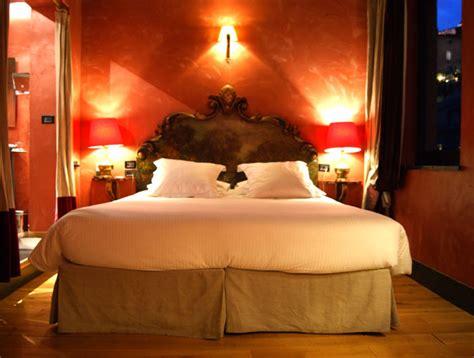 hotel avec dans la chambre lyon visite la cour des loges lyon mode en