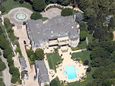 flyover    gigantic mansions  los