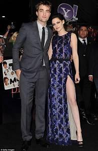 Kristen Stewart wows Robert Pattinson at Twilight Breaking ...