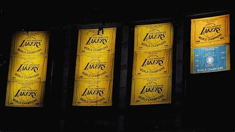 clippers  covering  lakers championship banners