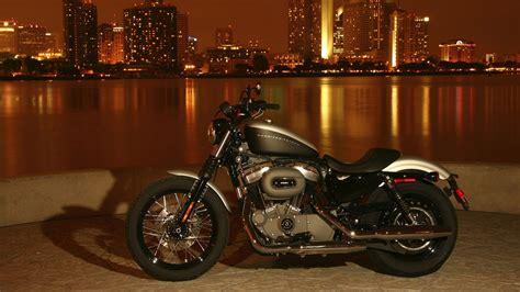 Harley Davidson на фоне города широкоформатные Hd обои на