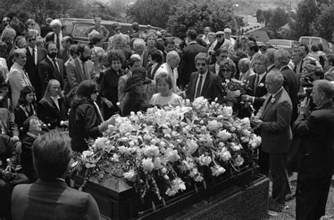 jean gabin pere lachaise rita hayworth d 233 c 232 de le 14 mai 1987 des suites de la