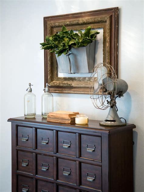 entryway wall decor wall ideas from chip and joanna gaines hgtv 39 s fixer
