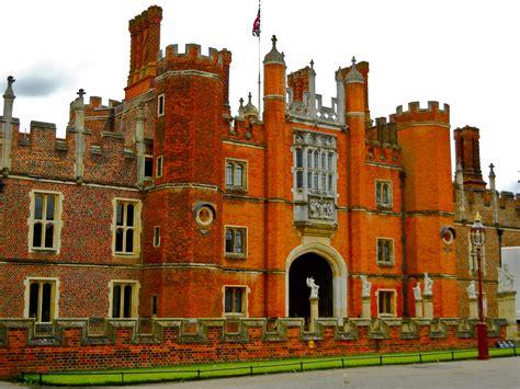 hampton court palace   henry viii mindset ooh la la