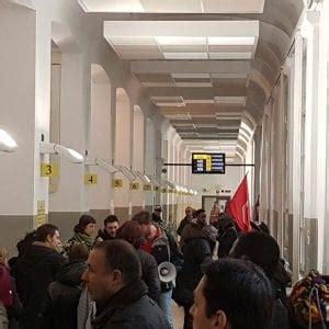 Anagrafe Via Della Consolata Torino by Gli Sfrattati Occupano L Anagrafe Quot Risposte Dal Comune O