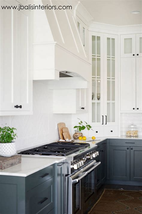 benjamin moore chantilly lace cabinets benjamin moore chantilly lace kitchen cabinets kitchen 297 | Two toned kitchen paint color. Two toned kitchen with white upper cabinets and dark lower cabinets paint color. Upper white cabinet paint color is Benjamin Moore Chantilly Lace