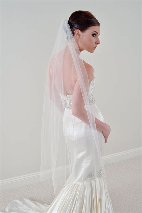 Simple Tulle Waltz Bridal Veil Paired With Mermaid Wedding