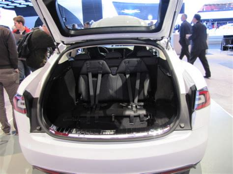 tesla   row seats  naias  torque news