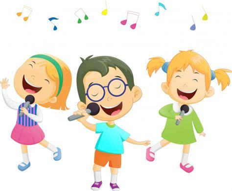 Feliz caricatura meninos meninas cantando Vetor Premium