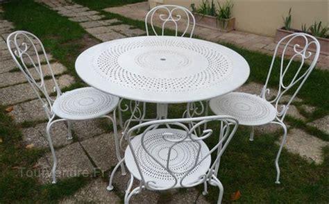 table et chaise en fer forgé pas cher salon jardin fer forgé homeandgarden