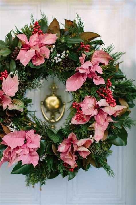 ways  decorate  poinsettias   holidays