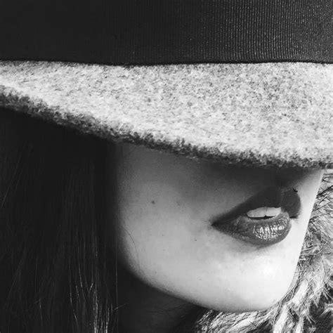 create dramatic black white iphone portrait