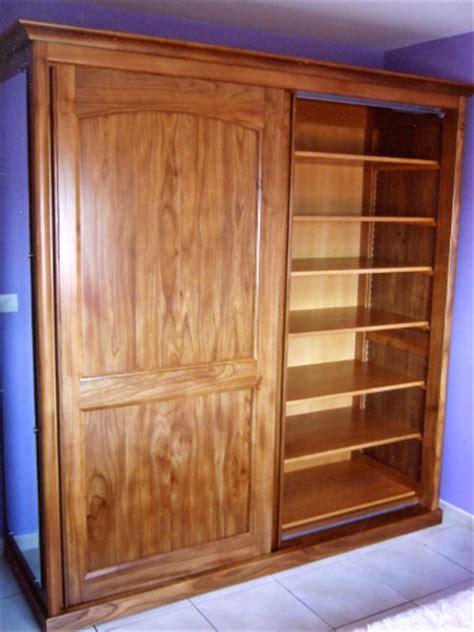 armoire chambre bois massif fabricant d 39 une armoire contemporaine à portes