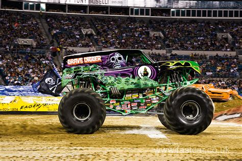 grave digger monster truck images grave digger monster truck fast car
