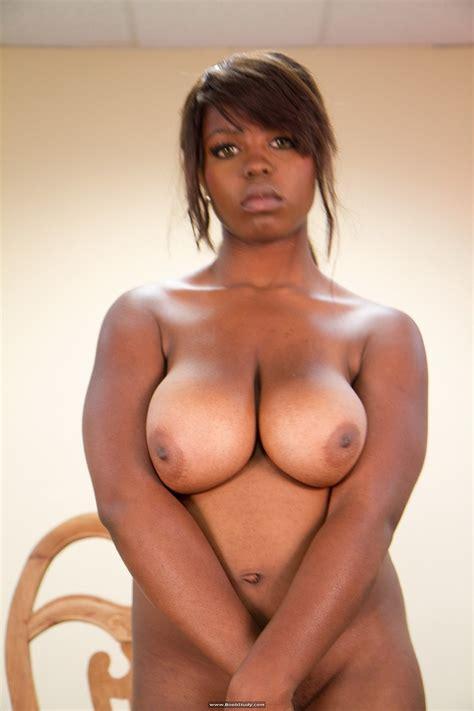 Busty Ebony Ryana Posing Nude On A Chair