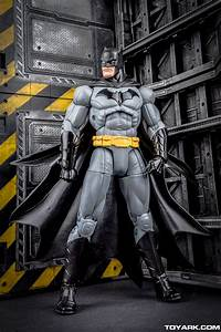 DCC Designer Series Capullo Batman In-Hand Gallery - The ...