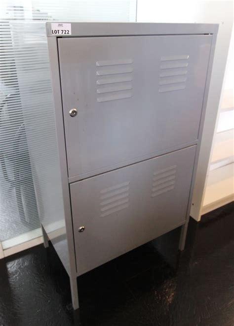 bureau largeur 40 cm meuble industriel en metal gris a deux portes hauteur 104