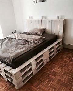 Bett Auf Paletten : die 25 besten ideen zu palettenbett auf pinterest palettenbetten beleuchteter palette und ~ Sanjose-hotels-ca.com Haus und Dekorationen