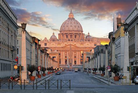 Der eindrucksvolle Petersdom in Rom | Urlaubsguru.de