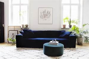 canape en velours tout doux et tout elegant With tapis de sol avec canapé capitonné design