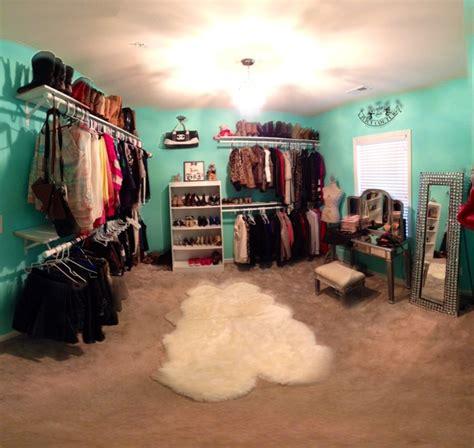 bedroom into walk in closet deco vestidores