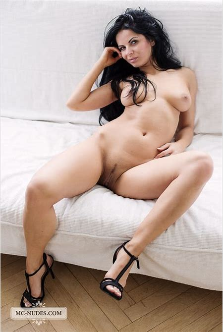 Voluptuous brunette shows off her big breasts and round ass » MC Nudes « Free Nude Art Teen ...