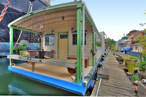 Houseboats For Sale Seattle Area by 360 Sq Ft Houseboat In Seattle Wa