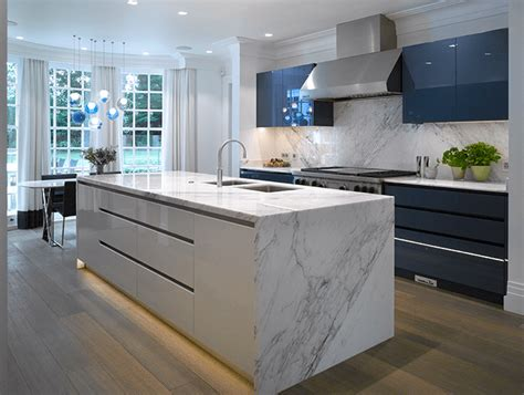 blue gloss kitchen cabinets waxley a high gloss blue white kitchen from roundhouse 4811