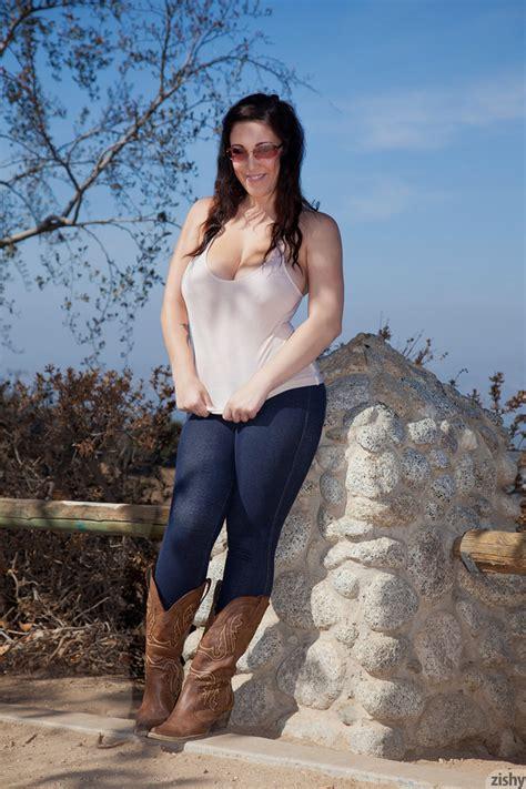 Noelle Easton Mountain View Zishy Promo