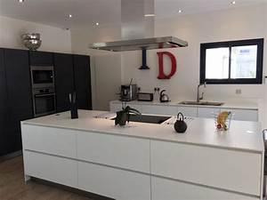 poigne cuisine design poigne de porte et tiroir de meuble With cuisine blanche sans poignee