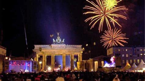 groesste silvester party steigt  berlin  brandenburger