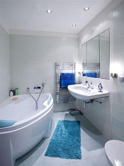 Badezimmer Fliesen Hellblau by Kleines Bad Einrichten Farben Fliesen Hellblau Blaue Matte