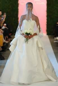 how to bustle a lace wedding dress oscar de la renta 2015 wedding dresses