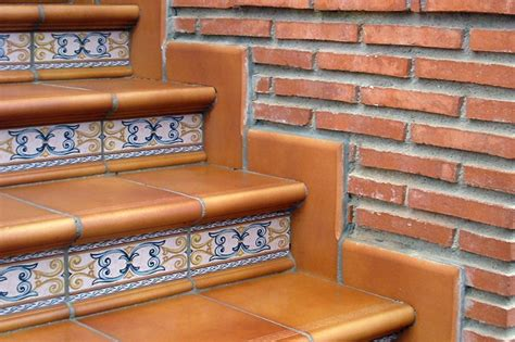 escalera rodamanto zanquin ceramica  exteriores