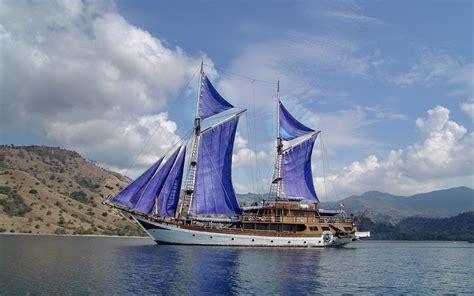 sailing komodo national park wallpaper