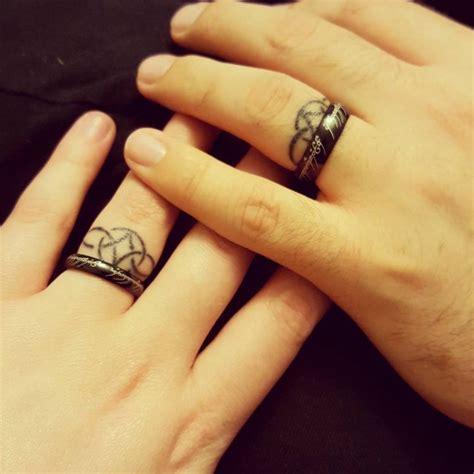 50 cool wedding ring tattoos to express their undying ecstasycoffee