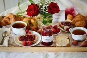 Plateau Petit Déjeuner Au Lit : id es gourmandes et romantiques pour la saint valentin ~ Teatrodelosmanantiales.com Idées de Décoration