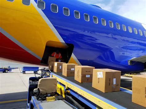 Con más de 25 años de experiencia, realizamos servicios de transporte terrestre en todas las rutas desde y hacia países. UP-CLOSE WITH SOUTHWEST AIRLINES' DALLAS CARGO OPERATIONS ...