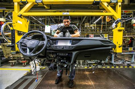 Opel Productions by Opel Insignia Flagship Rolls Assembly Line