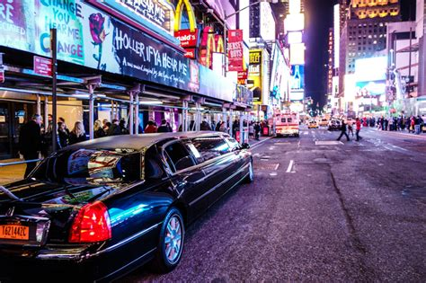stretchlimousine new york rent a limousine and arrive in new york in style