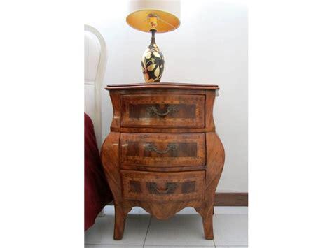 comodini in legno massello coppia di comodini legno massello prezzo outlet