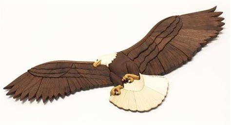 regal eagle  intarsia showpiece woodworking plan  wood magazine