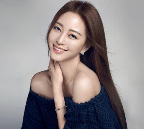 wanita cantik korea   dipuja planets baca