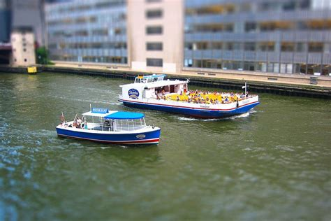 Chicago Boat Tours March by Chicago S Architectural River Cruise Named Most Popular