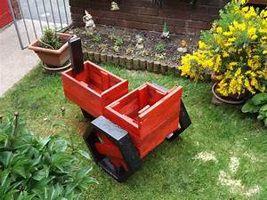 Pallets Made Planter Tractor Pallet Ideas: Recycled